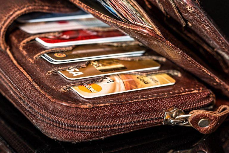 Banca d'Italia, conti correnti più cari per bancomat e carte di credito